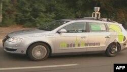 Automobil marke folksvagen pasat, opremljen senzorima koji mu omogućavaju snalaženje u saobraćaju bez pomoći vozača