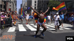 "Pride dancing - Scene on 5th Avenue route, to the beat of Rhianna's single ""We Found Love."" (R. Taylor/VOA)"
