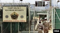 Kamp tahanan tersangka teroris di Guantanamo, Kuba (foto: dok). CIA diduga mendirikan lokasi-lokasi rahasia penahanan tersangka teror di luar AS.