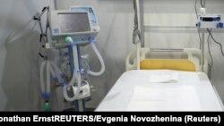 Sebuah ventilator tampak di dekat tempat perawatan bagi pasien Covid-19 (foto: ilustrasi).