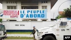 La MONUSCO devant les bureaux de l'UDPS à Kinshasa, détruits par un incendie, le 20 septembre 2016.