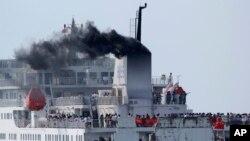 Trung Quốc điều tàu tới Vũng Áng để đưa hàng nghìn công nhân về nước.