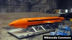 """美國空軍根據其英語字母縮寫,又稱其為""""炸彈之母""""GBU-43 MOAB。"""