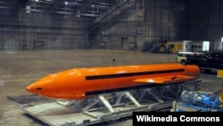 """号称""""炸弹之母""""的GBU-43 炸弹。"""