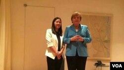 德国总理默克尔在北京会见人权律师余文生的妻子许艳等多名维权人士。余文生因公开要求罢免习近平结束极权专制而被捕。(推特图片)