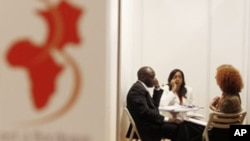 French and African economic representatives chat during the 2nd 'Africa France Business Meetings' held in Bordeaux, 02 Jun 2010