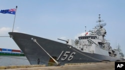 Ảnh chụp ngày 19/4/2018 chiến hạm Úc HMAS Toowoomba neo ở cảng Saigon. Đây là một trong 3 tàu chiến của Úc bị hải quân TQ thách thức khi đi ngang qua Biển Đông trên đường tới Việt Nam