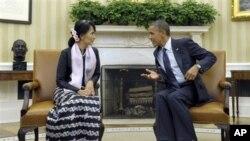 Tổng thống Obama hội đàm với bà Suu Kiy, nhà lãnh đạo phong trào dân chủ Miến Điện tại Tòa Bạch Ốc khi bà đến thăm Hoa Kỳ hồi tháng 9