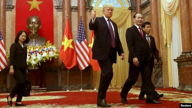 Tổng thống Donald Trump trong chuyến thăm Việt Nam cuối năm 2017.