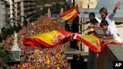 Марш за єдність Іспанії у неділю 8 жовтня зібрав у Барселоні кілька сотень тисяч учасників