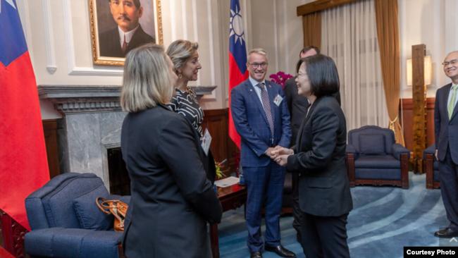蔡英文接见美国智库:台湾是守护民主价值的第一道防线