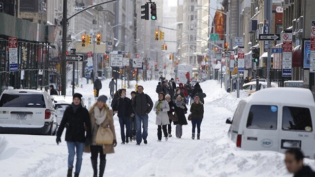 Snow along Broadway in New York City on December 27 after a blizzard dropped up to 74 centimeters of snow in the northeastern United States. The storm limited travel at the end of the busy Christmas weekend.