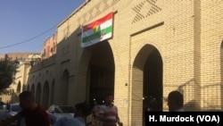 "Sebuah spanduk di luar pasar Erbil yang meminta warga untuk memilih ""ya"" dalam referendum untuk menuntut kemerdekaan di Erbil, Kurdi Irak, 5. September 2017."