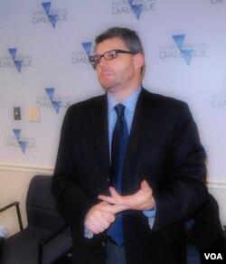 波士顿大学全球经济管理计划项目主管凯文·加拉格尔教授 (美国之音申华拍摄 )