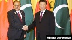 巴基斯坦总统侯赛因(左)在北京人民大会堂与中国国家主席习近平会晤 (2015年9月2日)