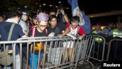 Occupy Central protesters confront police in Hong Kong, Aug. 31, 2014.