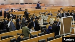 National Legislative Assembly members count a ballot during an impeachment hearing for ousted former Prime Minister Yingluck Shinawatra, at the Parliament in Bangkok, January 23, 2015.