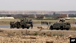نیروهای گشتی عراقی در مرز عراق و سوریه در دره رود فرات