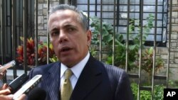 El líder opositor venezolano Manuel Rosales se apresta a regresar a su país tras seis años en el exilio.