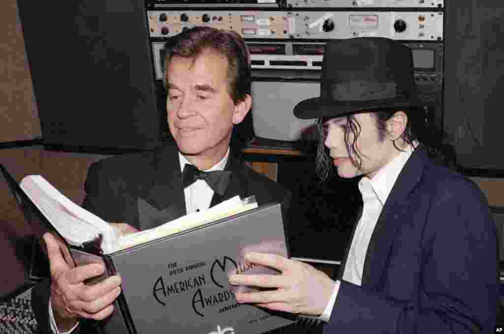 Clark and Michael Jackson go over the script during rehearsals for The American Music Awards in Los Angeles in January, 1993. (AP)