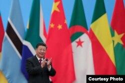 지난 4일 베이징 인민대회당에서 '중국-아프리카 협력포럼' 정상회의 도중 박수하는 시진핑 중국 국가주석.