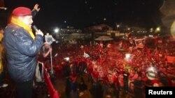 Debido a su enfermedad, el presidente de Venezuela, Hugo Chávez ha mermado sus presentaciones en actos populares y ha aumentado sus presentaciones en medios de comunicación.