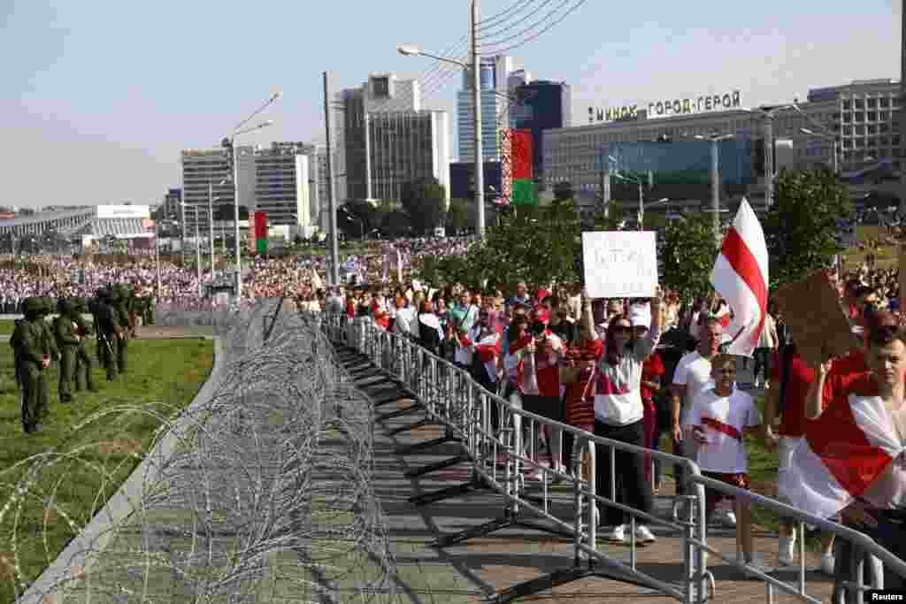 حکومت مخالف احتجاج کو 'نئے بیلا روس کے لیے مارچ' کا نام دیا گیا ہے۔