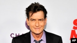 "Charlie Sheen saat menghadiri pemutaran perdana film ""Scary Movie V"" di Cinerama Dome, Los Angeles, 11 Aapril 2013 (Foto: dok)"