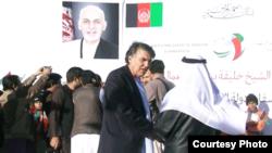 این عکس از ویدیویی گرفته شده که قبل از انفجار، در مراسم افتتاح یک پرورشگاه از سوی دفتر والی کندهار تصویربرداری شده است