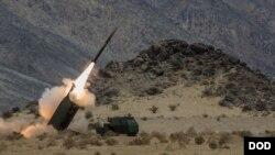 نظامیان امریکایی گفته اند که از سیستم راکتی ام-۱۲۴ در این حمله کار گرفته شده است