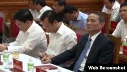 Ông Trương Xuân Nghĩa (phải), bí thư thành ủy Đà Nẵng và ông Nguyễn Xuân Anh (giữa) tại một cuộc họp ở Đà Nẵng.