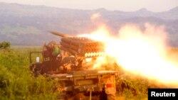 Les troupes congolaises en action contre le M23 près de Kibumba, au nord de Goma