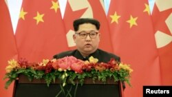 Lãnh tụ Triều Tiên Kim Jong Un phát biểu tại Bắc Kinh nhân chuyến thăm không chính thức. Hình do Thông tấn xã Trung ương Triều Tiên công bố ngày 28/3/18.