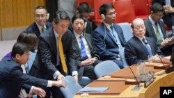 유엔 안보리가 뉴욕 유엔본부에서 회의를 열고 추가 대북제재결의안을 채택한 30일 오준 한국 대사가 자리에 착석하고 있다.