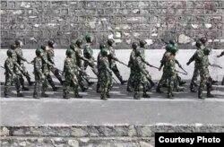 武警在道孚县街头巡逻(藏人行政中央官方网图片)