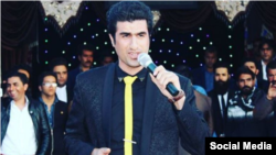محسن لرستانی خواننده از ۱۲ اسفند سال گذشته در بازداشت به سر می برد