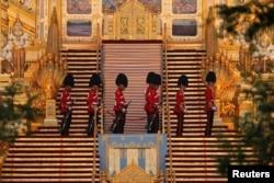 Lính hoàng gia canh gác ở khu vực cử hành tang lễ.