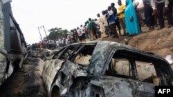 حادثے کے مقام پر لوگوں کی بڑی تعداد جمع ہے۔ آئل ٹینکر میں آگ لگنے سے کئی دوسری گاڑیوں کو بھی نقصان پہنچا۔