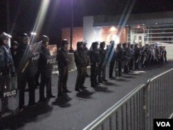 Ferguson police behind barricades before they came forward and arrested between 4-6 people, Nov. 19, 2014. (Ayesha Tanzeem/VOA)