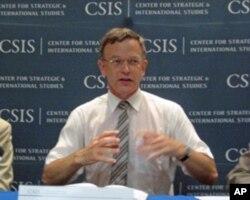 腾内松教授在战略与国际研究中心研讨会上