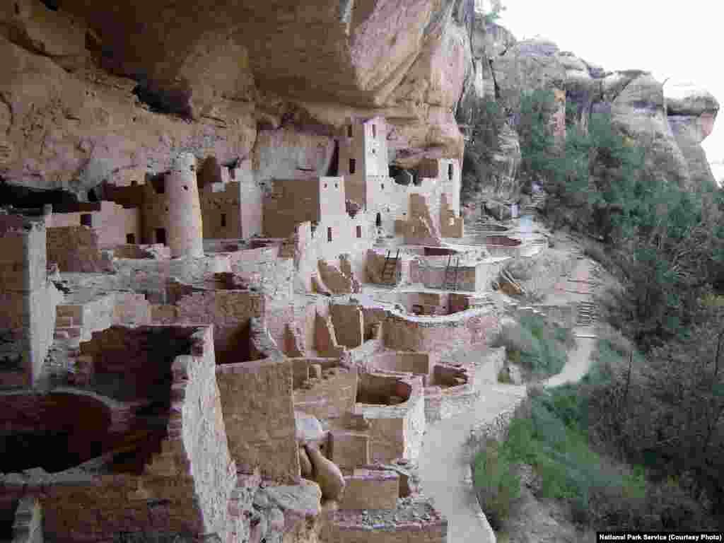 این شهر صخره ای در کلرادوی آمریکا، که ۱۵۰ اتاق در کوه دارد و زمانی، خانه ۲۳ نفر بود.
