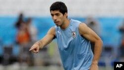 Suárez logró recuperarse de la artroscopia de rodilla izquierda a la que fue sometido el 22 de mayo, la cual casi puso fin a su participación en el Mundial.