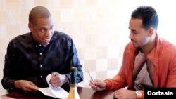 Romeo Santos (derecha) yJay Z se han unido en el mundo de los negocios musicales.