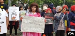 Para peserta Women's March dalam aksi di Taman Aspirasi Monas, Jakarta, Sabtu (27/4). (Foto: VOA/Sasmito)