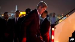 U.S. Secretary of State John Kerry steps aboard his aircraft, Nov. 3, 2013.
