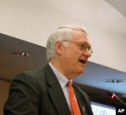 战略暨国际研究中心总裁何慕礼(John Hamre)
