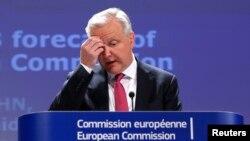 Komisioner untuk masalah Keuangan dan Ekonomi Uni Eropa, Olli Rehn saat membawakan laporan perkiraan ekonomi anggota Uni Eropa di Brussels (3/5).