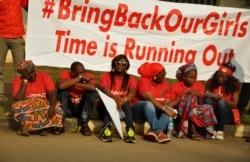 """Wakilan iyayen 'yan matan Chibok na tababar sakin su.-4':09"""""""