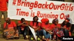 Masu Zanga-Zanga sun bukaci Gwamnati dasu kubuto da 'yan matan Chibok da aka sace, 14 ga Oktoba 2014.