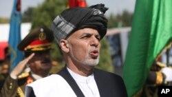دافغانستان او پاکستان لپاره دبرتانيې دځانګړي استازي اوين جينکنز سره کابل کې دليدنې په مهال افغان ولسمشر اشرف غني ويلي پاکستان دواګې دبندر له لارې دافغان سوداګريزو توکو ، په ځانګړې توګه دميوې واګې دبندر له لارې بهر دصادريدو اجازه نه ده ورکړې.